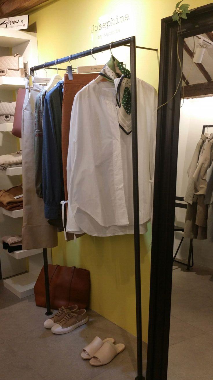 Josephine White round shirts Green petit scarf 이화여대5길3 Seoul, Korea