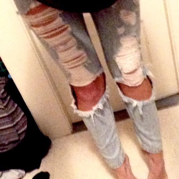 LF CARMAR Shredded jeans - light wash worn once.  washed once.                                     price negotiable.                                               mid-rise.     super cute.                            ️refer ️ay️al                                            xxx, rikki CARMAR Jeans Ankle & Cropped