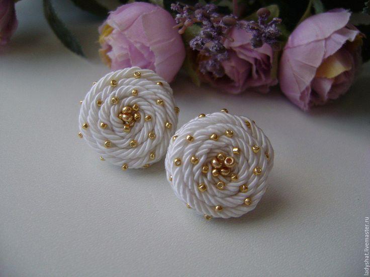 Купить Мини серьги белые - белый, серьги белые, свадебные украшения, украшение для невесты