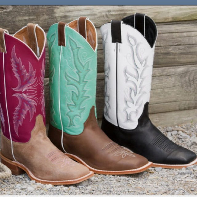 square toed boots are a must for any cowgirl. Is it bad that I have 2 of these 3? I need the middle pair (: