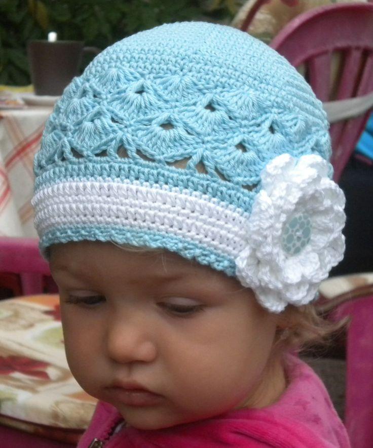 Modrá jako nebe Dívčí háčkovaná čepička ve velikosti 48 - 50 cm. Pro věk 1,5 - 3 roky.