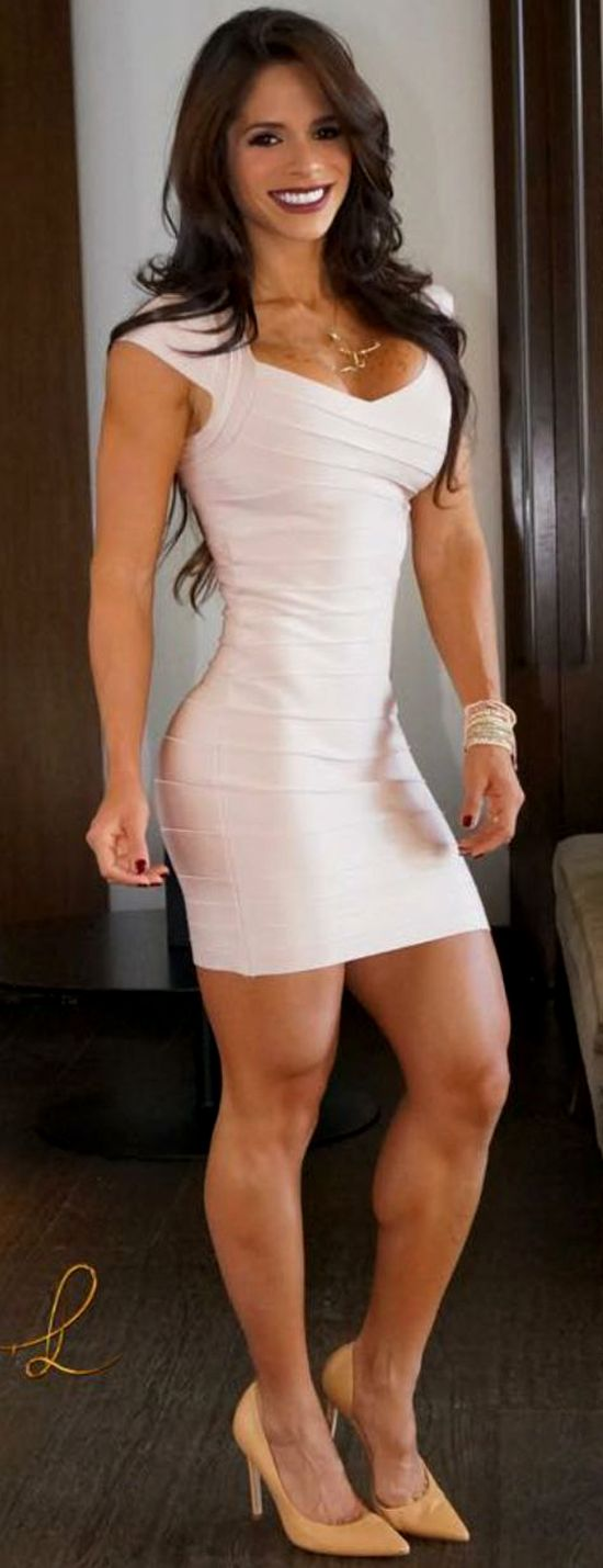 All that work in the gym is shi you can look like THIS godess in a party dress! Gotta love Michelle Lewin