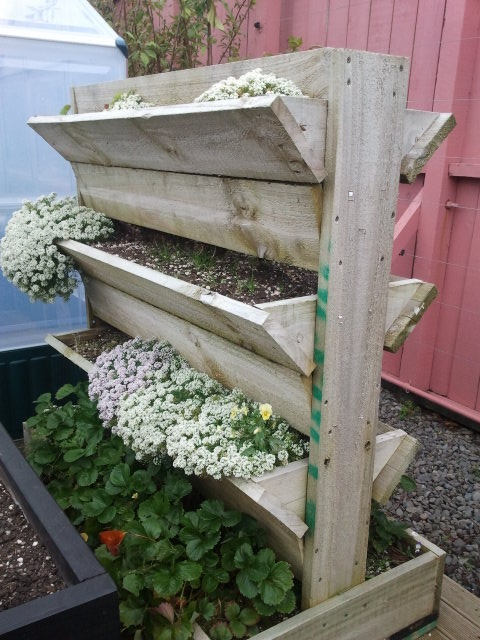 17 best images about reuse pallet for gardening on for Macetero vertical pallet