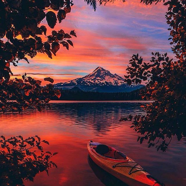 Follow @globefever for more. Last light on Lost Lake Oregon #MtHood Photo by @neohumanity