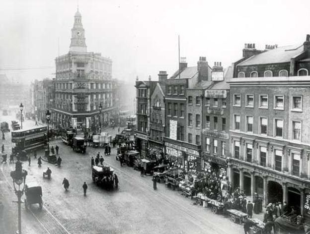 Gardiners Corner, Whitechapel, 1900. Gardiner's was the building with the distinctive clock tower.