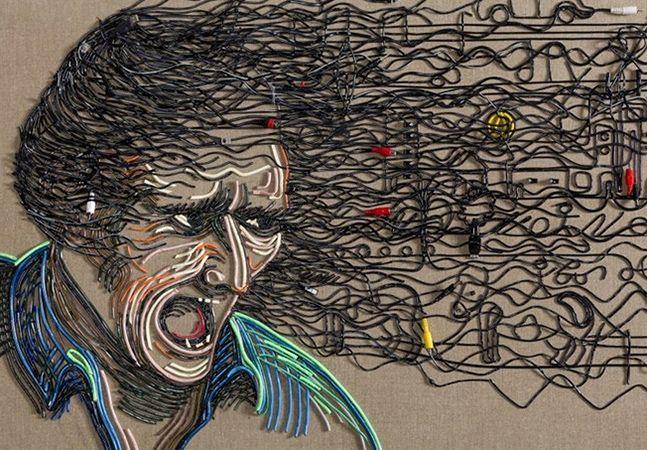 Artista inova ao criar arte fantástica com cabos elétricos  O trabalho é deFederico Uribe e nem nos deve surpreender demais: o artista colombiano já usou um pouco de tudo pra criar imagens, desde lápis a laços de sapato. Na série Contectado, ele opta por fios e cabos de eletrodomésticos e eletrônicos, com resultados impressionantes.