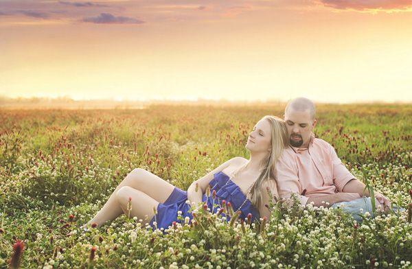 Simply Romantic – Field Engagement Photo Ideas (Lux et Amor)