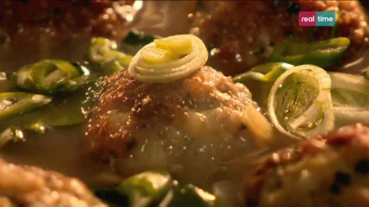 Cucina con Ramsay # 43: Polpettine di maiale e gamberi in brodo aromatico Queste semplici polpette in un brodo rappresentano un ottimo pranzo leggero, o una cena. E' fondamentale assaggiare spesso durante la preparazione, per controllare l'intensità del sapore del brodo. Più a lungo lo cuocerete più aromatico risulterà. INGREDIENTI: 100 gr. di gamberi crudi,...