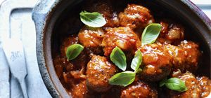 Enjoy a touch of Mediterranean magic with this delicious and spicy sauce. Serve with your favourite Italian ingredients: home-made meatballs, steak, chicken or pasta.