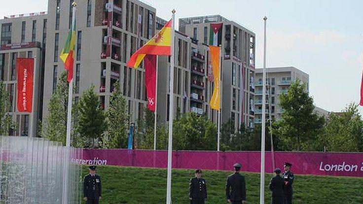 La bandera de España ya ondea en la villa olímpica de Londres - RTVE.es
