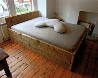 Cama doble de madera recuperada por RockandRennick en Etsy