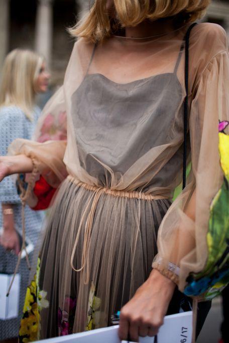 как носить модно прозрачное платье