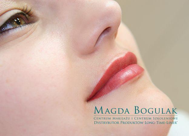 Usta wymagały jedynie delikatnego muśnięcia kolorem. Dzięki makijażowi permanentnemu na stałe zaznaczyliśmy ich piękny kształt.