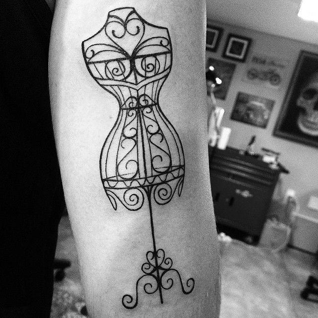 Tattoo da Priscila. Desenho exclusivo. Obrigado pela confiança. #santatatuagem #manequim