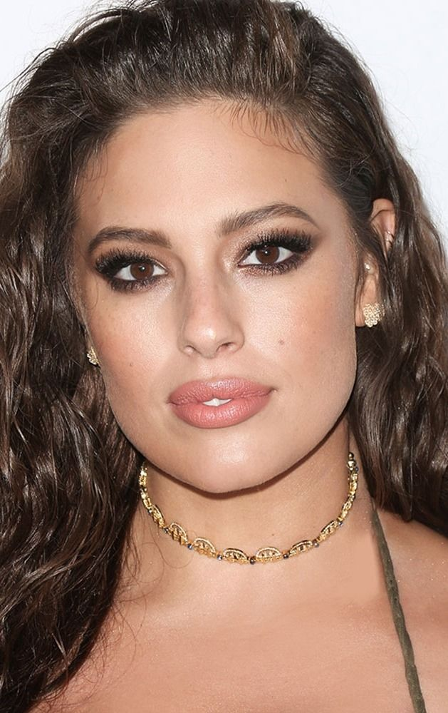 If there's anything we know about supermodel Ashley Graham, it's that she can hustle.