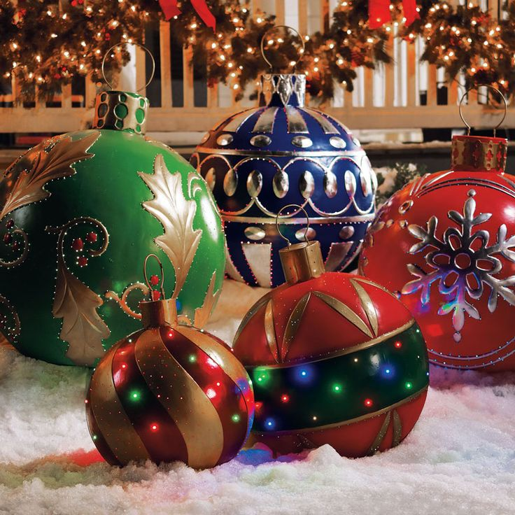 Giant Outdoor Lighted Ornaments http://www.thegreenhead.com/2011/12/giant-outdoor-lighted-ornaments.php