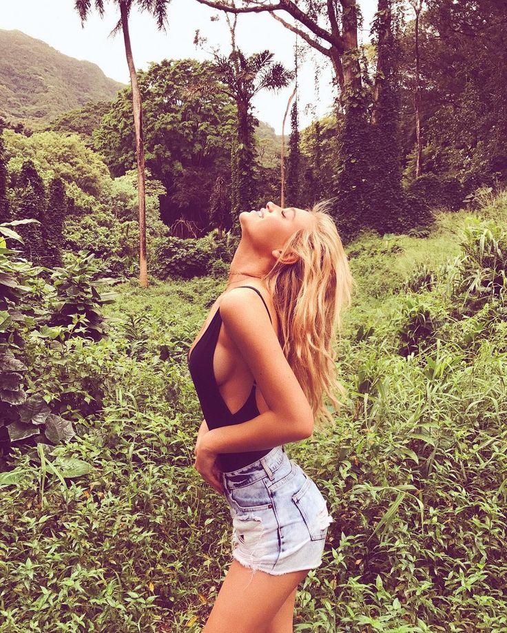 hikin in the jungle