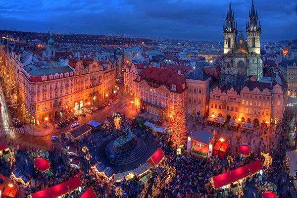 死ぬまでに訪れてみたい世界の20のクリスマス