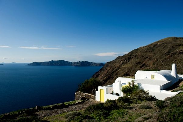 Amazing-Villa-Exterior-Oia-Sunset-VillaforRent-Holidays-Greek Island