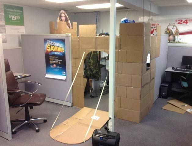 someone turned their cubicle into an an office castle and