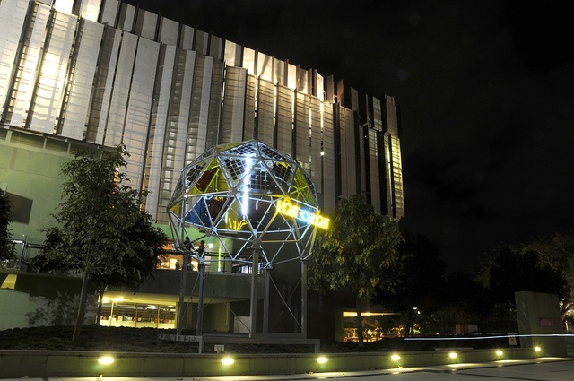 Photovoltaic dome at State Library of Queensland by www.solarpanels-china.com, via Flickr