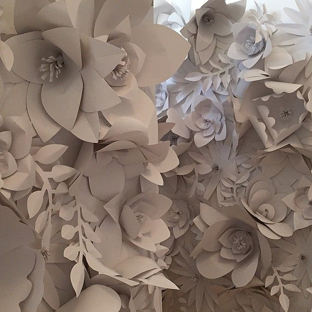 People always ask me which one was my favourite project. The answer is always the one I'm busy with fills me with joy, so currently this would be my favourite. #edinaspaper #edinaspaperinternational #handmade #paperleaves #detail #paperdesign #paperflowers #flowerwall #exhibitiondesign #frankfurt #comingsoon