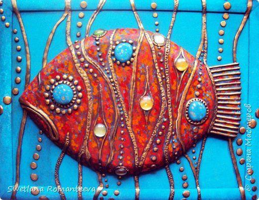 """Здравствуйте жители Страны Мастеров! Представляю вам свою новую работу, панно """" Красная рыба"""".  Размер  панно 35см.. на 44см.., основа ДВП, рыба украшена декоративными элементами из холодного фарфора и цветных круглых стёклышек .  В работе использованы акриловые краски. фото 14"""