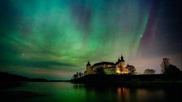 Relaterad bild Norrsken över Läckö Slott