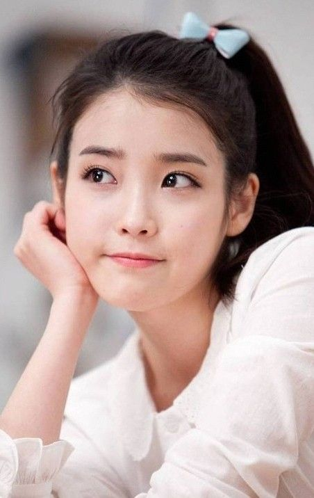 IU! Gosh she's so pretty she looks like a goddess. <3.<3