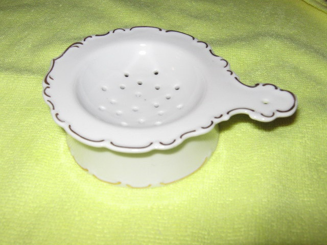 Vintage 2 Piece Ceramic Tea Strainer: Teas Balls Strained, China Teastrain, Teas Ball Strained, Collections Teas Strainer, Ceramics Teas, Collection Teas Strainer, Teas Bags, Great Grandma Teas, Teas Parties