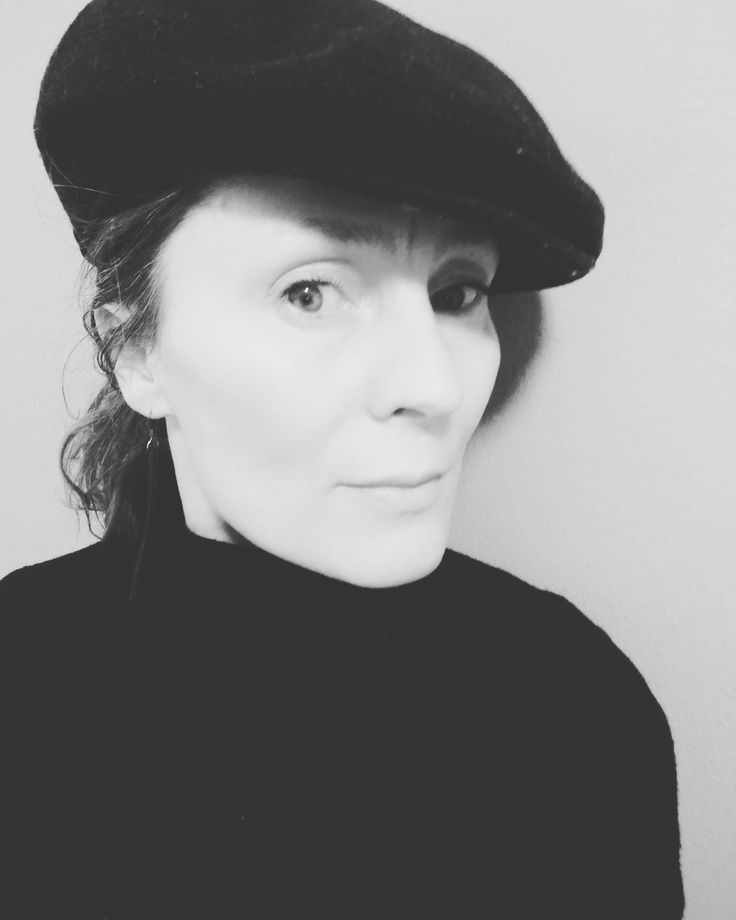 many things so nice in  black and white simplicity  want happiness? add some tolerance and flexibility,  #life #happiness #simplicity #tolerance #flexibility #lesson #blackandwhite #style #hat #sustainablelife #consciousliving #secondhand #lovingup #lovedup #hoppisstyle #hippislife #hippislove #hippis #anu  https://www.instagram.com/p/BeJTygRD3xl/