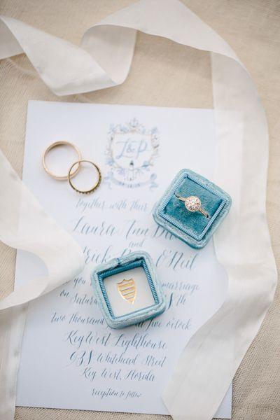 Round engagement ring | Erika Delgado