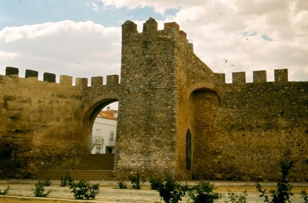Puerta de la Reina en la Muralla de Llerena. Llegó a tener hasta 7 entradas principales a la ciudad.