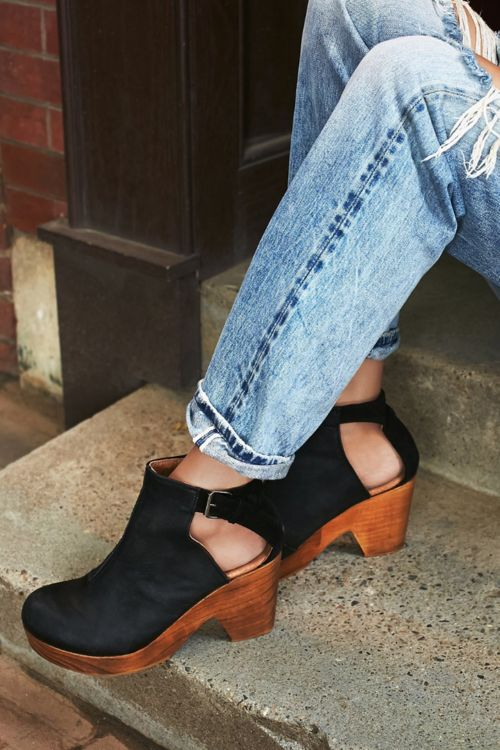 Amber Orchard Clog in Black | ROOLEE