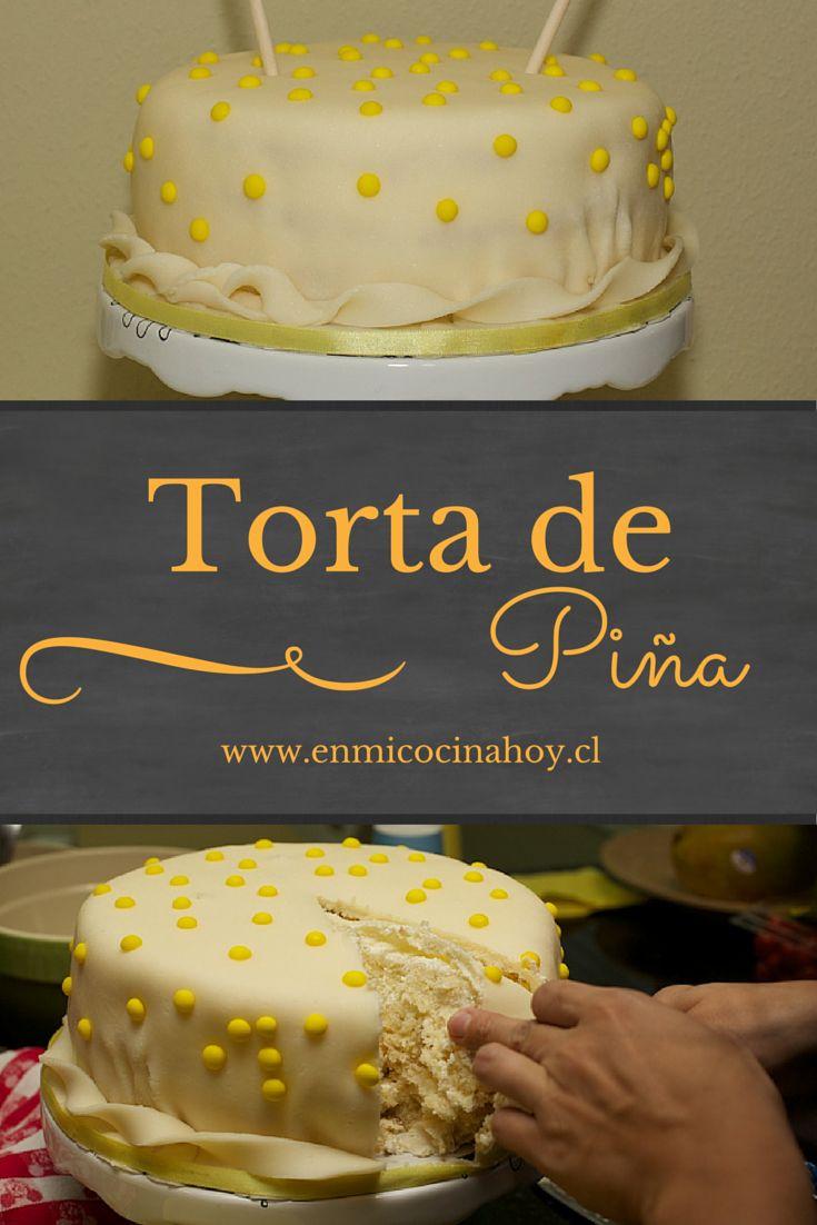 La torta de piña chilena consiste de un bizcocho de vainilla esponjoso remojado en jugo de piña, crema chantilly y mucha piña. Fresca y deliciosa.