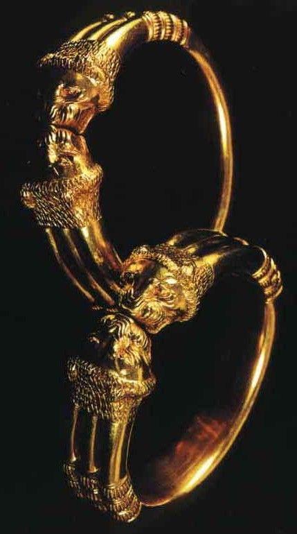 Nimrud,gold bracelets assyrian culture