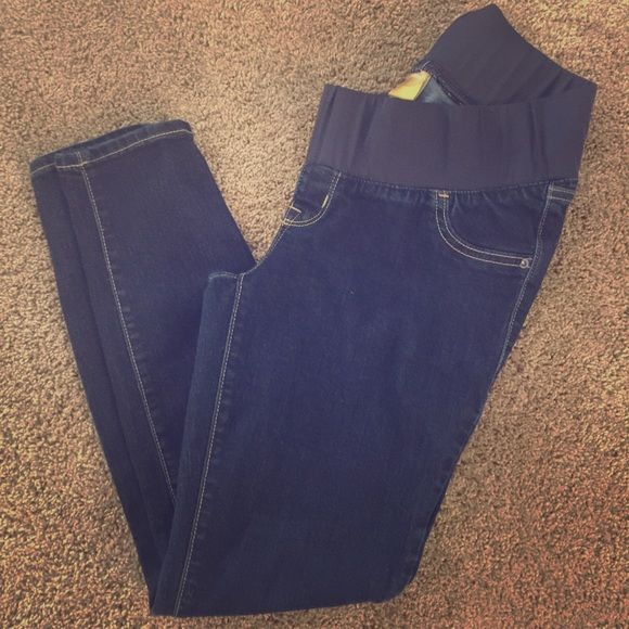 Old Navy Maternity Jeans Old Navy maternity jeggings. No stains or tears. Smoke free home. Perfect for wearing boots!! Make me an offer!!!! Old Navy Jeans