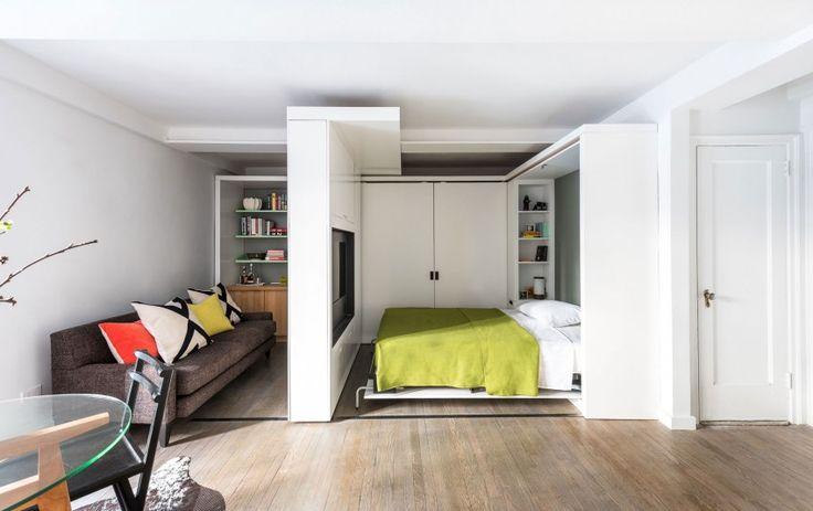 Five to One Apartment by MKCA (7) Ingénieux aménagement. La cloison glisse sur un rail, le lit se relève, la TV pivote cote chambre ou côté salon bureau.