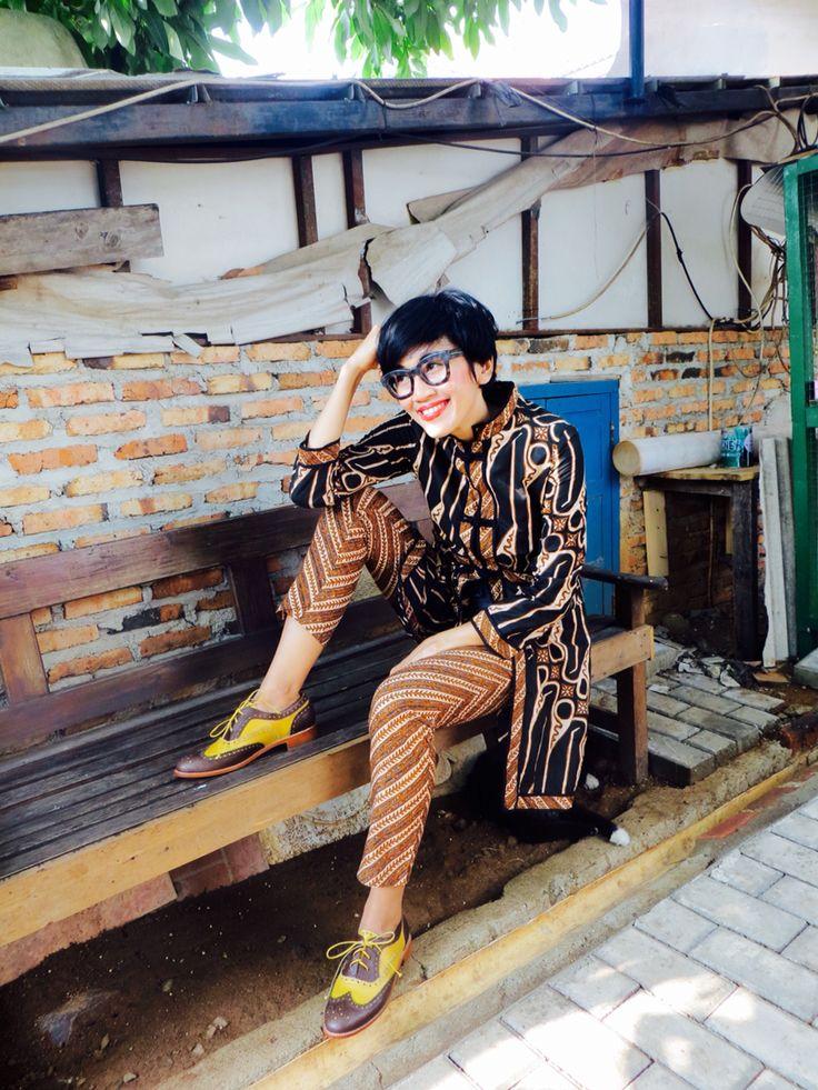 Wearing Batik Amarillis' s Ildiko Jacket no 2,Amarillissima ruffle top and pencil pants  also my fave's Stella McCartney glasses :)