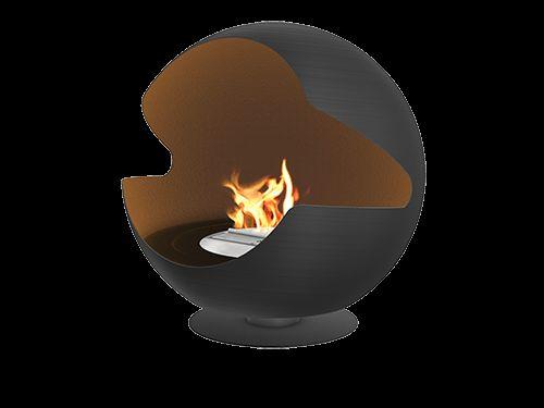 Vauni Globe är en unik skorstensfri kamin med rund och modern design. Denna klotformade kamin är helt fristående och kan placeras precis där du vill.