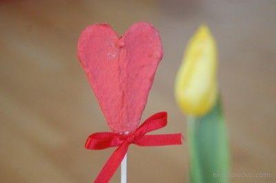 Serduszko na patyczku z opakowania po jajkach. Walentynki, Dzień Mamy, Babci, urodziny mamy :) Heart on the stick of packaging eggs. Valentine's Day, Mother's Day, Grandma's, birthday :) diy
