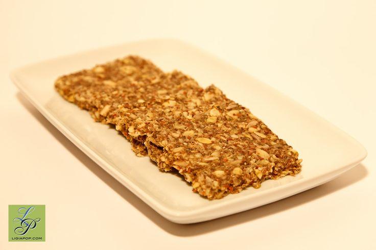 Daca doriti sa aflati mai multe amanunte de ce trebuie sa evitam painea facuta din fainuri de cereale doar uscata, si nu incoltite cum e recomandat, cititi articolul Paine mai sanatoasa facuta la c…