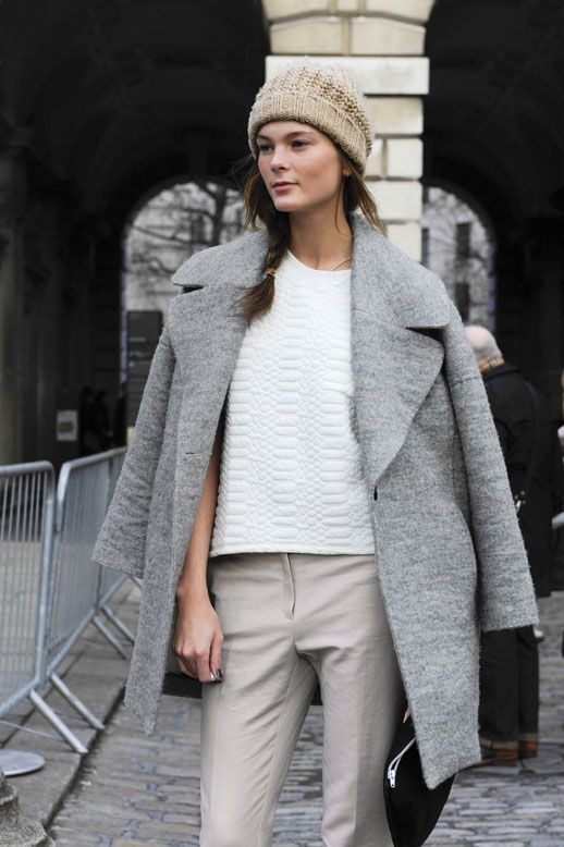 Love the oversize coat and different shades of neutrals. MODEL-OFF-DUTY: IRINA KULIKOVA | EFFORTLESS NEUTRALS - Le Fashion