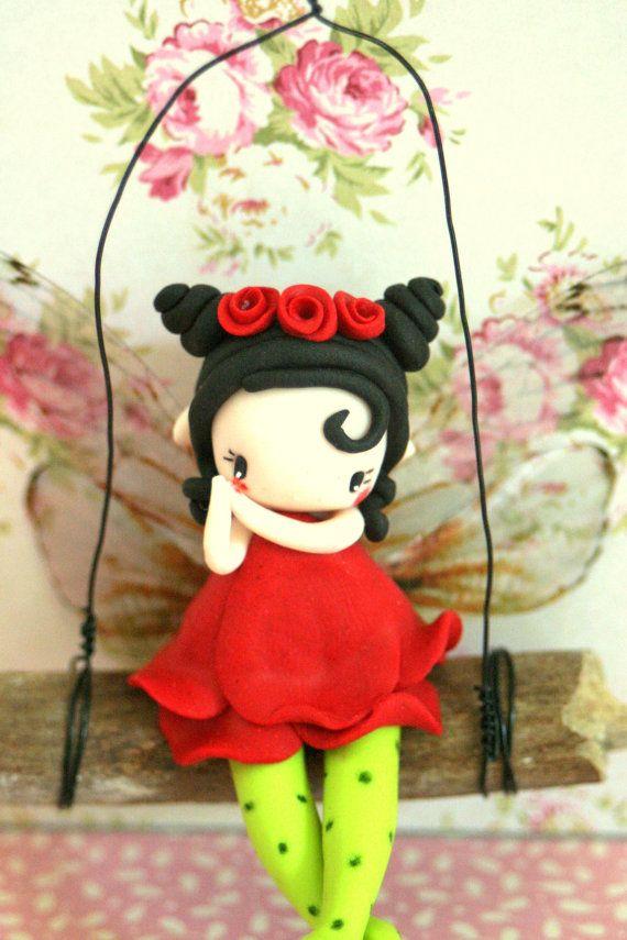 Figurine fée sur balançoire par TheDollAndThePea sur Etsy