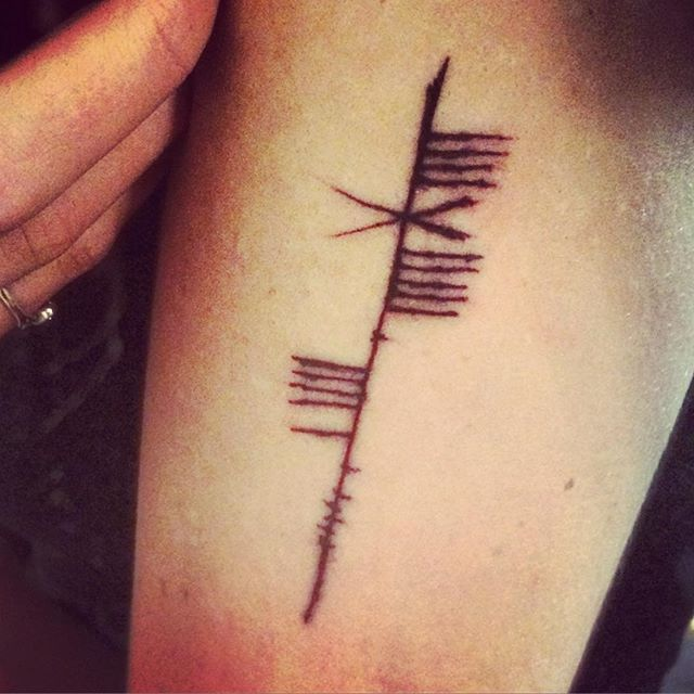 best 25 ogham tattoo ideas on pinterest ogham alphabet image with yams and geometric ring tattoo. Black Bedroom Furniture Sets. Home Design Ideas