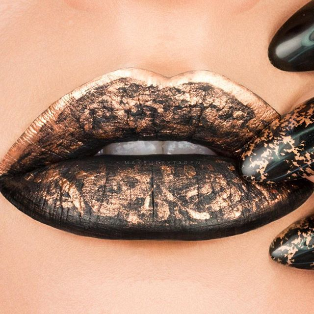"""Here is a close up of my lip art from yesterday's post!  I loved creating this for the nail posts, it's pushing my creativity and it's so much fun! Hope you guys love it! I used @katvondbeauty Lock it Tattoo Foundation and applied it with my @contoursponge  I used @jeffreestarcosmetics """"Weirdo"""" Liquid Lipstick as a base. I used @mehronmakeup Metallic Powder in """"Copper"""" mixed with their mixing liquid and used my @sigmabeauty liner brushes: E11 and E05 to apply it. (Use code """"TARENMUA"""" for…"""