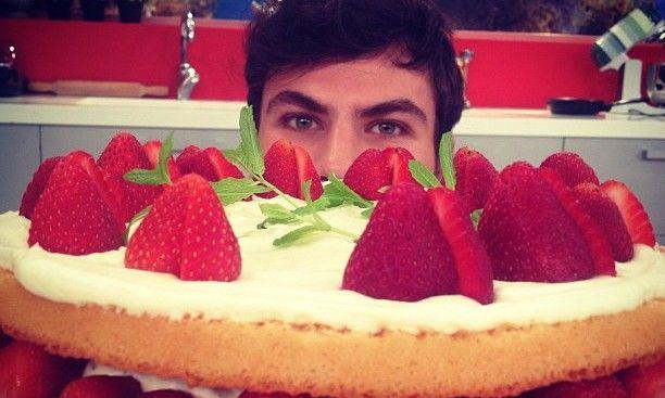 ελαφρια καλοκαιρινη τουρτα με φραουλες! Είχε μεγαλη επιτυχια!!!