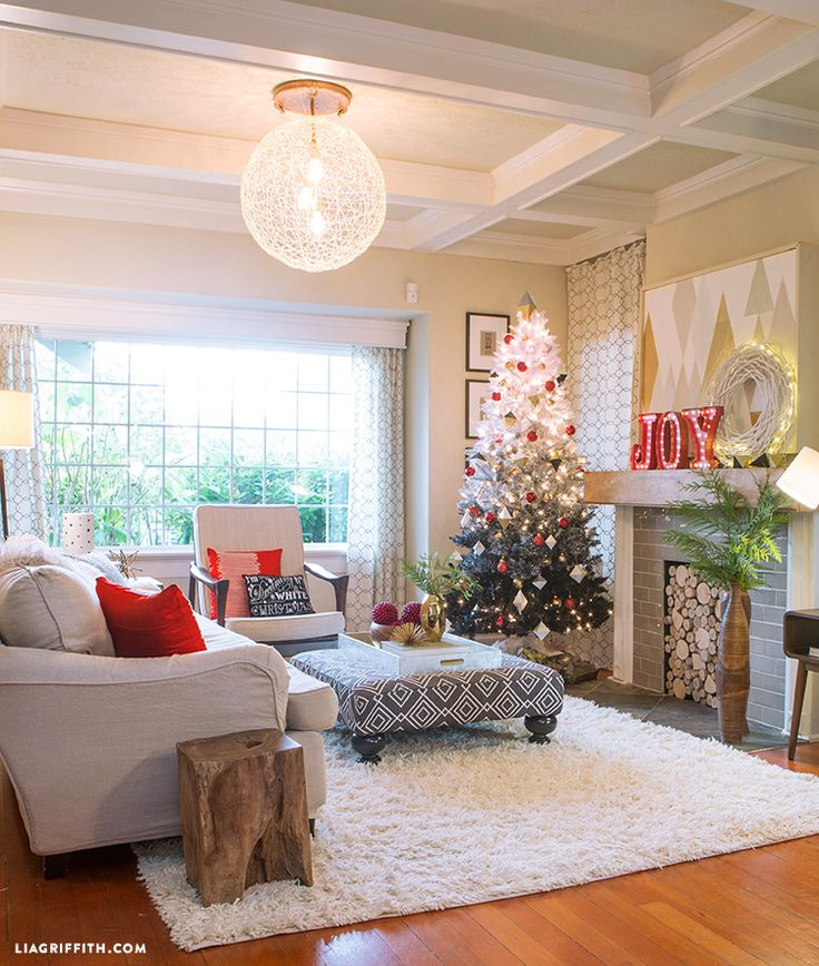 Take a peek inside the home of handcrafted lifestyle expert Lia Griffith and see her updated Holiday living room and entryway.