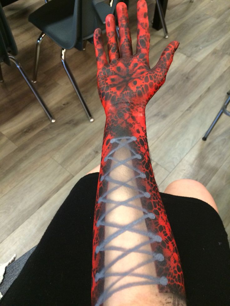 Airbrushed lace gloves