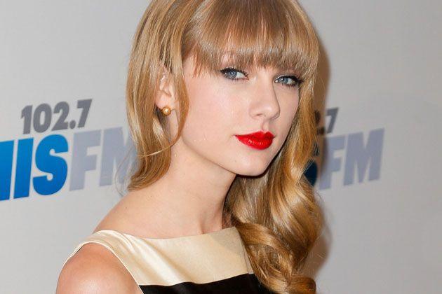 Taylor Swift Shares Bikini Pic, Hunting Easter Eggs #Easter, #News, #Swift, #TaylorSwift
